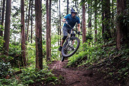 樹上を渡り、バイクで走行。 <br>江戸時代の森でアドベンチャー